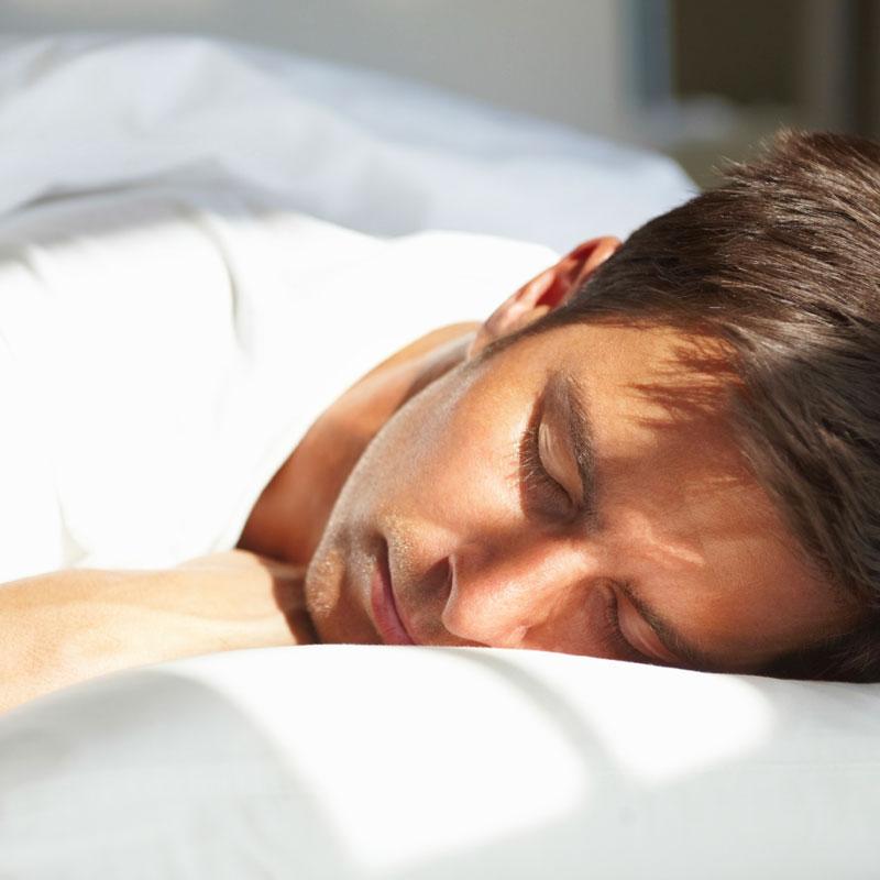 imagem-homem-dormindo-descansando-projeto-reiviver