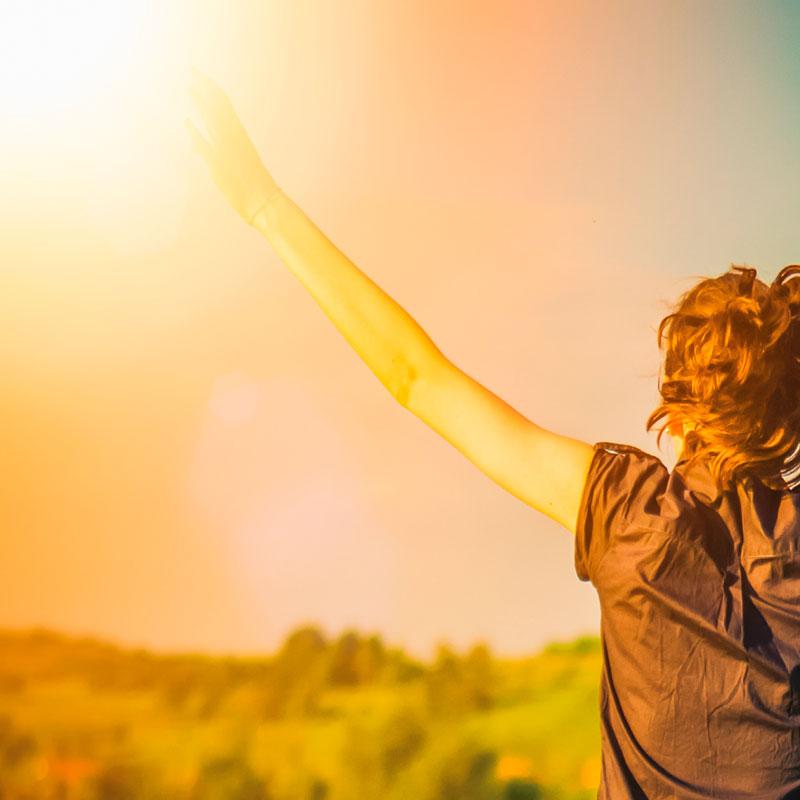 imagem-luz-solar-pessoa-tomando-sol-projeto-reviver
