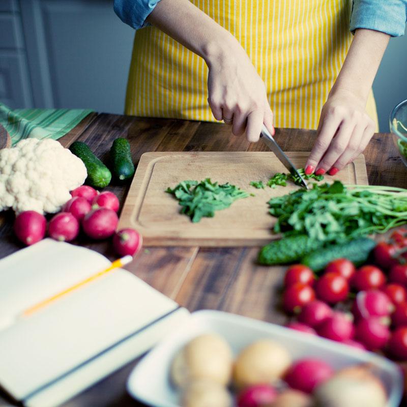 imagem-preparando-alimentacao-saudavel-projeto-reviver